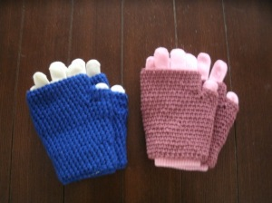 Two-layer gloves can be worn together or as fingerless gloves
